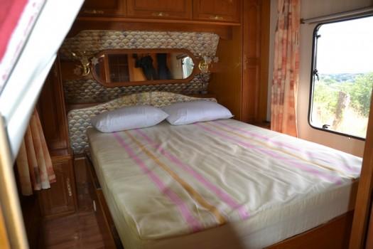 grand lit caravane vintage 24
