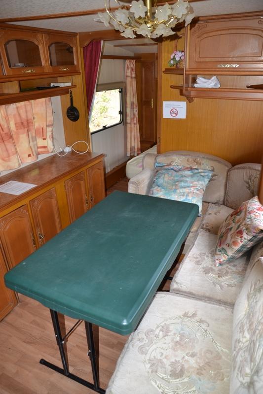 salon cosy caravane vintage 24