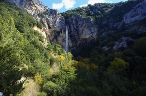 cascade de pisse vieille, gorges de l'ardeche, aubenas, ruisseau de pisse vieille, trésor caché, camping, tente, nature, sauvage, forêt, vue panoramique, location, balade, baignade