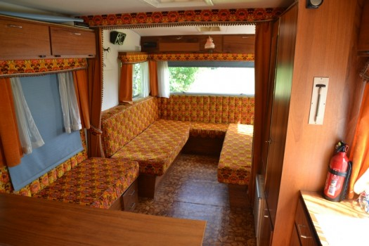salon caravane vintage 5